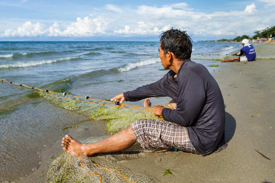 Hauling in a fish net on the shore of Cagayan de Oro, Mindanao, Philippines